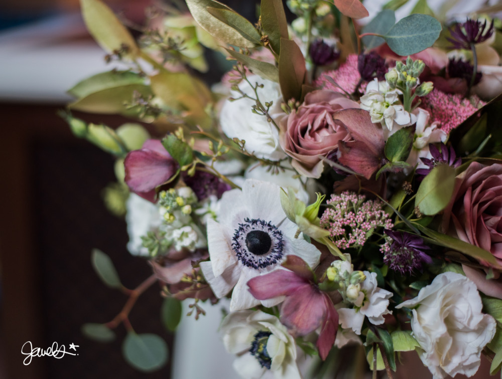 bonnie & clyde wedding flowers