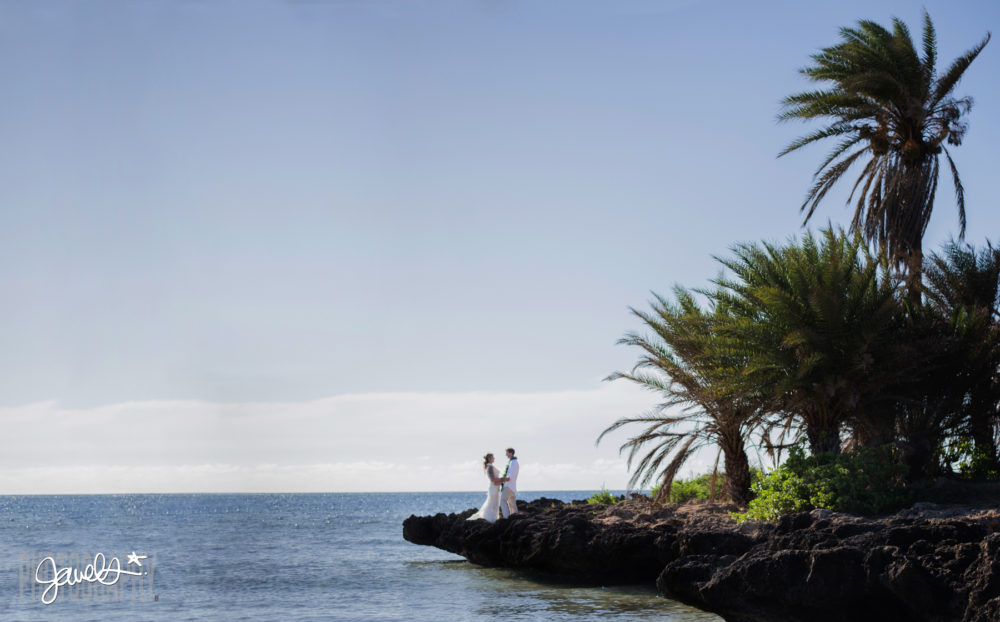 beach wedding hawaii photographer