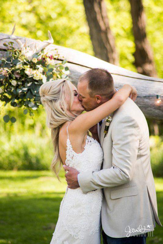 rocky mountain wedding ceremony kiss